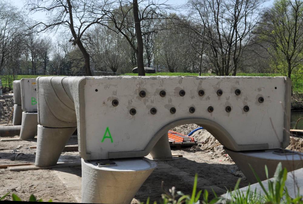 assembly_of_largest_3D_printed_concrete_bridge